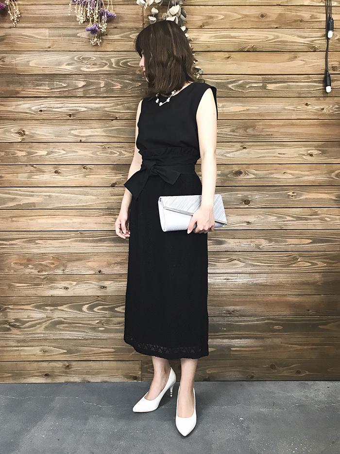 黒のスカートドレス
