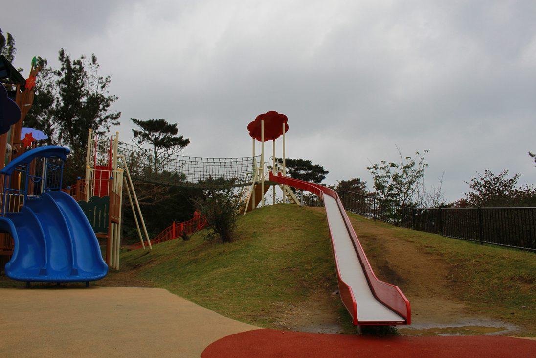 浦添大公園の長い滑り台